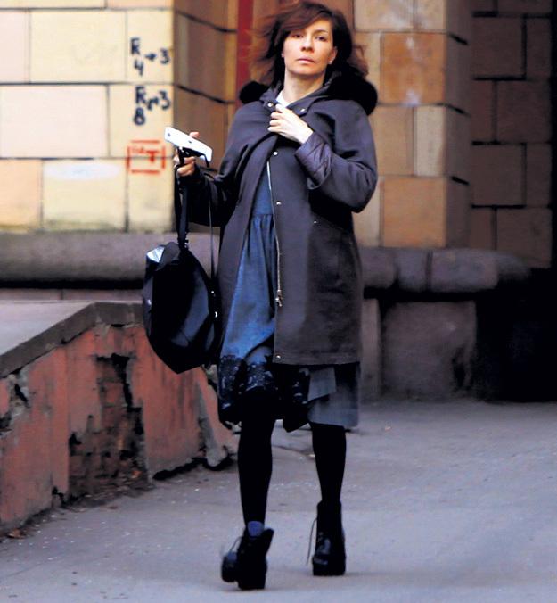 В последнее время актриса выбирает просторные наряды, старательно маскируя округлившийся животик. Фото Руслана ВОРОНОГО