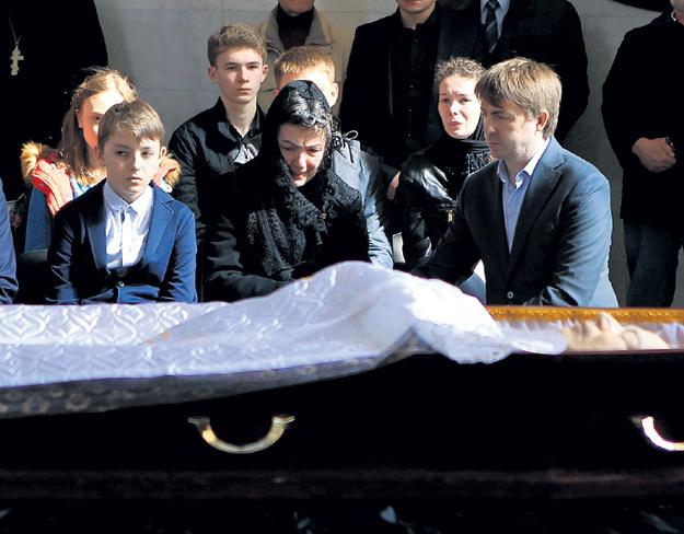 Вдова Людмила ГРЕЧКО с сыном, дочерью и внуками
