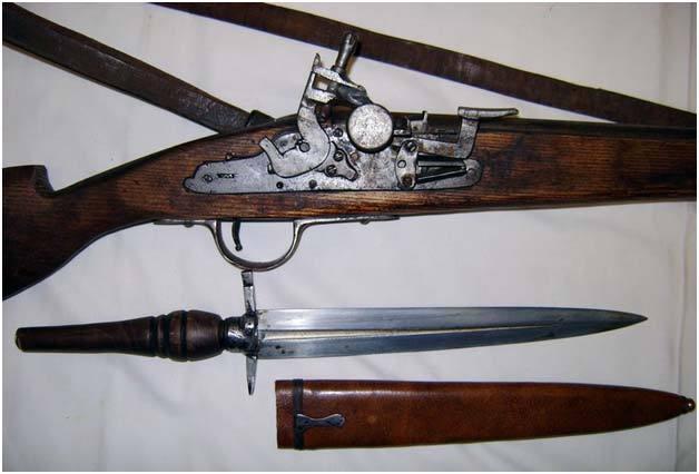 Ружье с кремниевым замком батарейного типа и багинет. Источник: zbroya.info