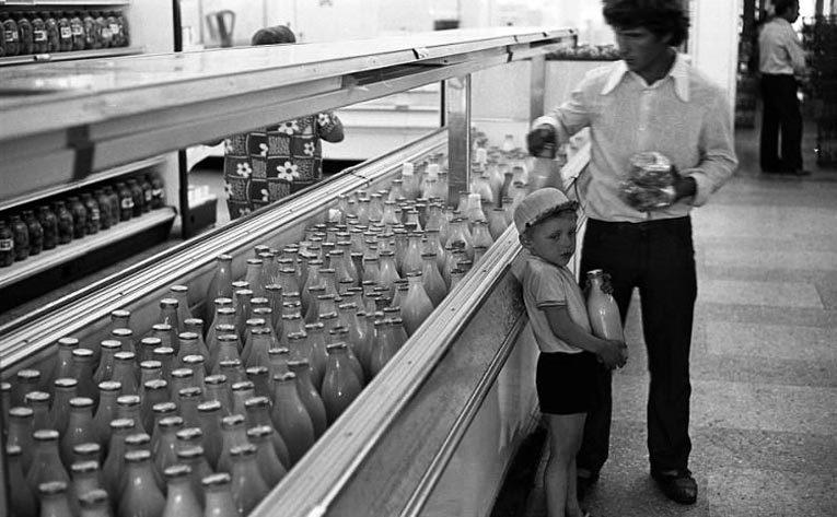 Молочный отдел универсама, Новокузнецк, 1983 г. Источник: dlyakota.ru