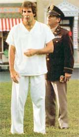 СЭМ С ГОЛОГРАФИЧЕСКИМ ЭЛОМ (справа): голым не позволило скакать начальство