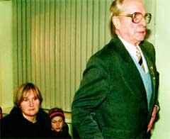 Елена БАТУРИНА с дочерью и Игорь ЧКАЛОВ, сын летчика Чкалова, полковник ВВС