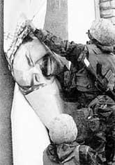 АМЕРИКАНСКИЕ СОЛДАТЫ: сумели уничтожить портреты Саддама, но не его самого