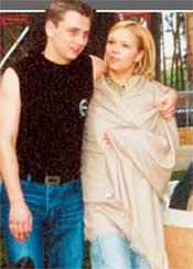КИРИЛЛ: с женой Ксюшей в обнимку