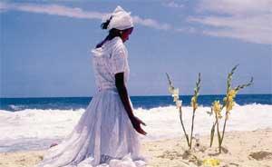 НА ОДНОМ ИЗ ПЛЯЖЕЙ РИО: молитва к морской богине