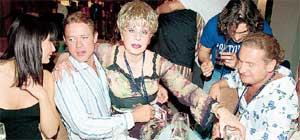 ПАВЕЛ БУРЕ: с «Мисс Рига-97» Настей (слева) и крестной мамой Светланой Моргуновой. Когда-то Паша повредил мениск, и Светлана приезжала в США ради того, чтобы месяц за ним ухаживать