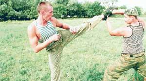 НЕЗРЯЧИЙ БОЕЦ АЛЕКСАНДР ШУБИН (СПРАВА): «Не надо бояться, я умею драться!»