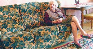 МАРИЯ ЕФИМОВНА: с ужасом вспоминает о том, что происходило с ней на этом диване