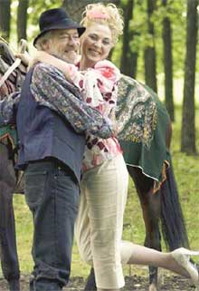 ОЛЕНЬКА-КРАСАВИЦА: мужчинам сильно нравится (кадр из т/с «Кармелита»)