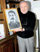 СО СВОИМ КУМИРОМ: забавно, что Динев сидел за убеждения вместе с русским коммунистом и французским фашистом. И все между собой очень дружили