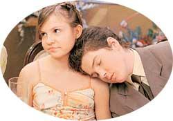 ИРА АНДРЕЕВА (КСЮША) И ПАША СЕРДЮК (ДЕНИС): детки Шаталина притомились от трехдневного застолья