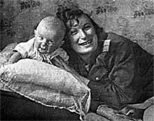 БЛОКАДНЫЙ РЕБЕНОК: Ирину и Витюшку подкармливали все сослуживцы Будницких