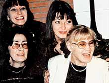 БЫВШИЕ ПОДРУГИ: Марина Невзорова (внизу слева) обманом втерлась в доверие к Нине Шацкой (справа)