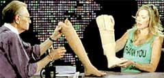 НА ТОК-ШОУ ЛАРРИ КИНГА (2001 г.): с известным телеведущим Хизер обсуждала преимущества силиконового протеза