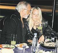 ...а вечера коротал со знойными блондинками