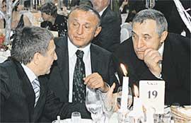 ПАВЕЛ ГРАЧЕВ (В ЦЕНТРЕ): бывший военный министр обсуждал сугубо мирные задачи