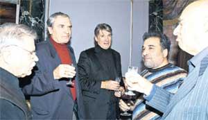 ЗВЕЗДЫ: Никоненко, Лазарев-старший, Абдулов и Этуш (справа) дружно обмыли премьеру