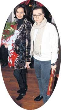 ЧЕТА БЕЗРУКОВЫХ: &#034Саша Белый&#034 и Ирина вручили Иншакову коньяк в бутылке-сабле