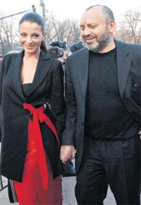 ЕВГЕНИЯ КРЮКОВА И МИХАИЛ РУДЯК: богатый бизнесмен крепко держал любимую актрису за руки, чтоб ненароком не упорхнула