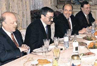 ДЕЛЬЦЫ: Смоленский, Ходорковский, Березовский, Гусинский отхватили от родины жирные куски