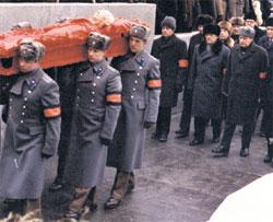 ПОХОРОНЫ ЭПОХИ: первый за гробом - преемник Горбачев