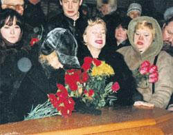 ГОРЕ: у гроба Сергея собрались не только родные и близкие, но и поклонники его таланта