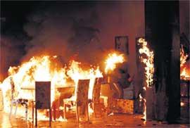 ПОЖАР ПО СЦЕНАРИЮ: один из каскадёров на съёмках реально загорелся