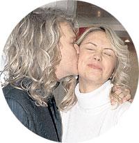 НАСТЯ ВИРГАНСКАЯ: перед тем как принять поцелуй от солиста «Челси» Ромы Архипова, заставила паренька сделать такую же причёску, как у неё