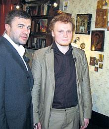 МИХАИЛ ПОРЕЧЕНКОВ И СЕРГЕЙ САФРОНОВ: ведущие «Битвы…» в московской квартире, до недавнего времени принадлежавшей Зайцеву