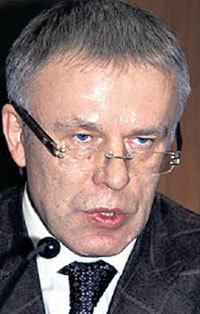 …а Вячеслав ФЕТИСОВ - по другую