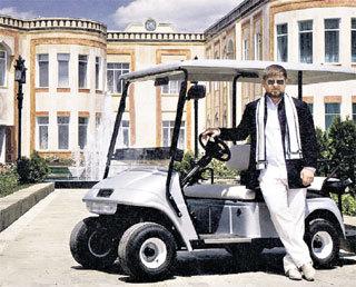 Вокруг своего дома президент Чечни ездит на электромобиле