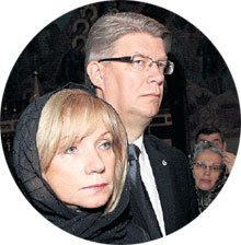 Президент Латвии Валдис ЗАТЛЕРС с женой на отпевании