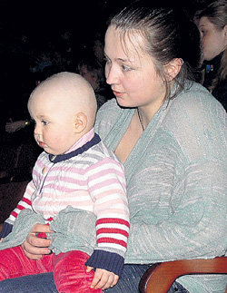 В цирке на руках у матери «звёздочка» сидела смирно лишь пару минут