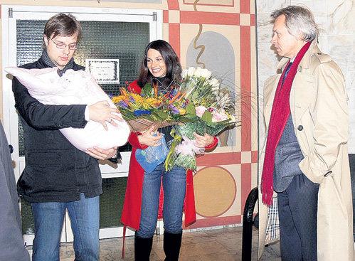 Даша в одночасье осчастливила и мужа, и отца