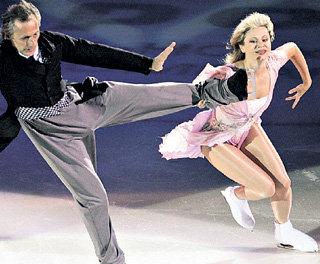 В Театре ледовых миниатюр Игорь БОБРИН танцует с Еленой ВАСЮКОВОЙ, второй женой Андрея (фото Спорт-Экспресс)
