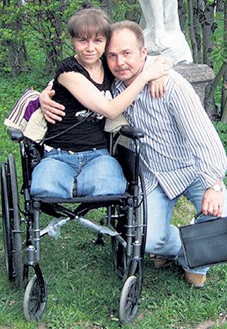 Настя с отцом Игорем БЕЛКОВСКИМ после выписки из больницы