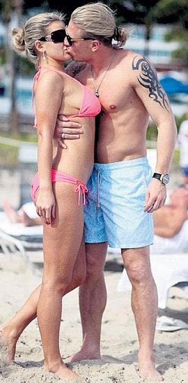 Андрей даже на пляже не отрывал губ от Юлии