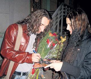 Алексей рад поклонницам, но не любит, когда ему набиваются в невесты