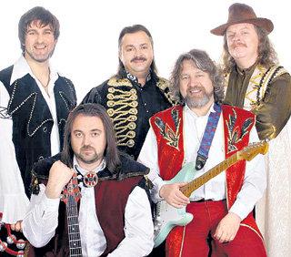 Ансамбль под управлением СВЕЧКИНА тоже выступает под названием «Песняры»