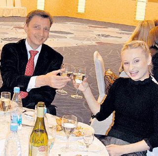 Олег Кимович и его ученица Маша МУХОРТОВА на банкете в «Прибалтийской» сидели рядом и пили минеральную воду за будущие победы