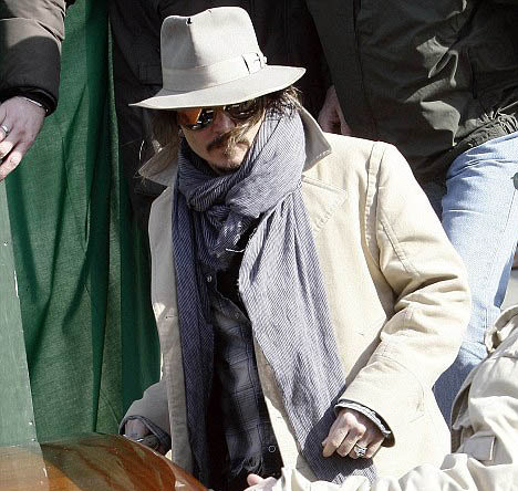 Джонни Депп на съемках фильма Турист. Фото Daily Mail.