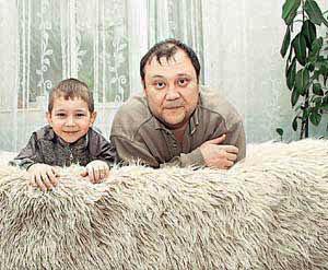 Юрий Степанов с сыном Костей. Фото: kp.ru