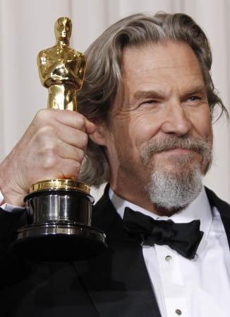 Джефф Бриджес получил статуэтку за лучшую мужскую роль. Фото АР