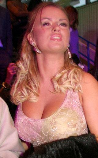 Анна Семенович убавила себе годков, чтобы попасть в группу Блестящие