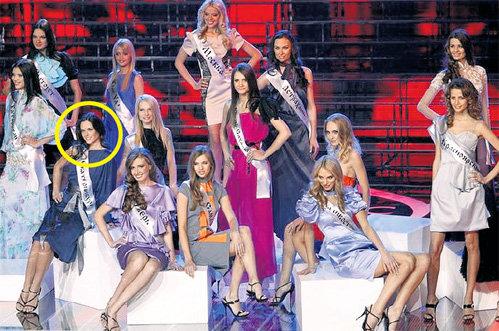 Фото на память. Глядя на конкурсанток, понимаешь, почему Ирина (в круге) паниковала