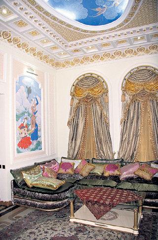 На точно таких диванах Алла ПУГАЧЁВА будет обсуждать с любимым творческие планы