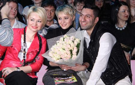 Катя ЛЕЛЬ с сестрой Ириной, Герман ШАЛУМОВ