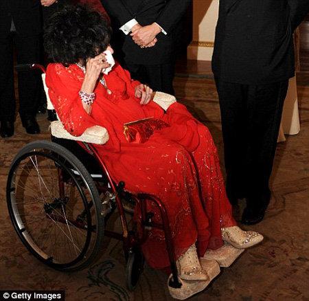 Увидев бюст Ричарда Бёртона, актриса разрыдалась - фото The Daily Mail