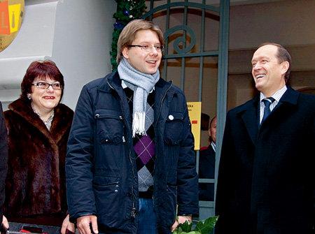 На открытие библиотеке пришли русскоязычный мэр Риги Нил УШАКОВ и посол России в Латвии Александр ВЕШНЯКОВ