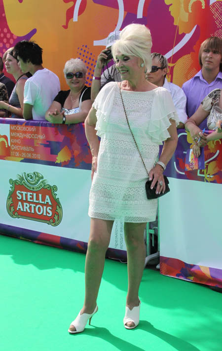 Светлана Светличная появилась на закрытии в кружевном прозрачном наряде.